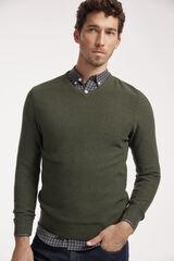 Conjunto jersey cuello pico, camisa cuadros y pantalón denim Milano