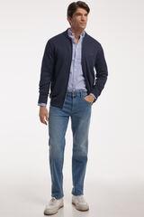 Conjunto camisa oxford, pantalón denim y chaqueta PdH