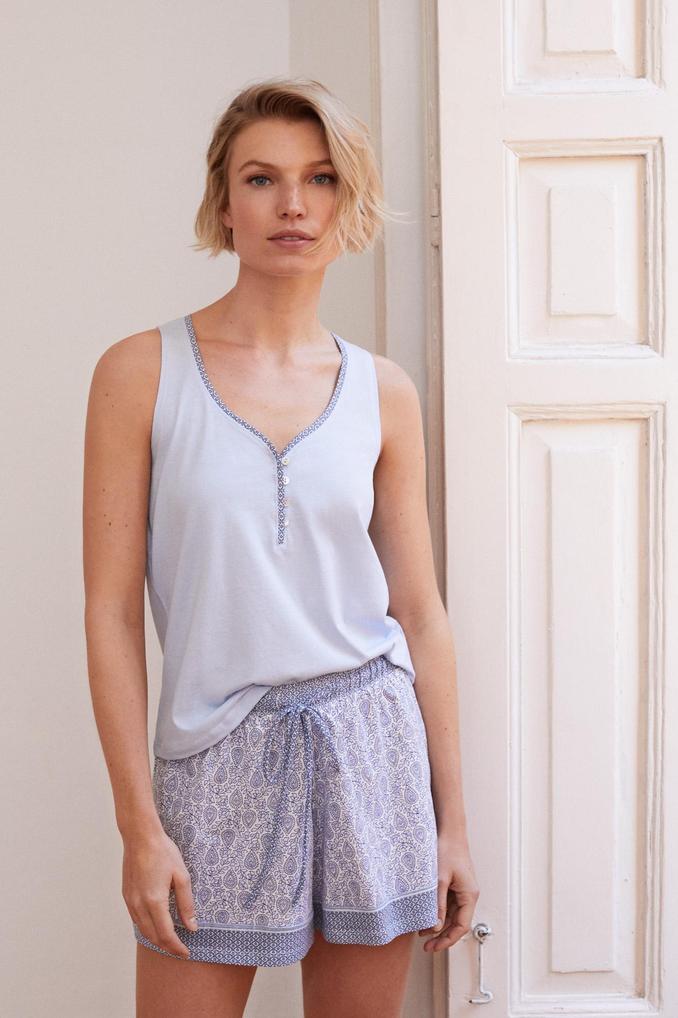 Pijama corto estampado cenefa