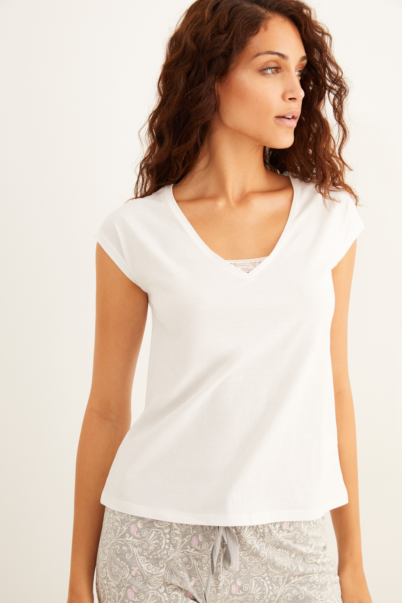Camiseta blanca manga corta algodón detalle encaje
